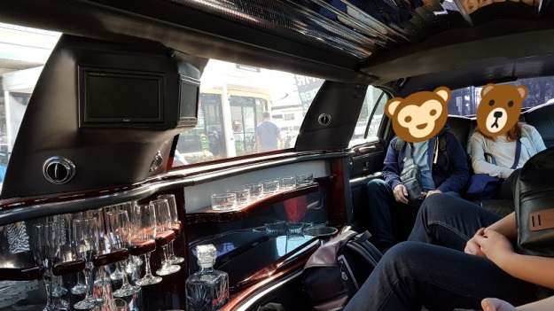 Stretch Limo ride to airport me