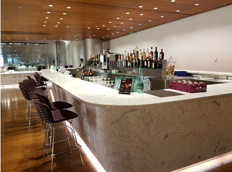 Al Mourjan Business Lounge Doha Airport Bar.jpg