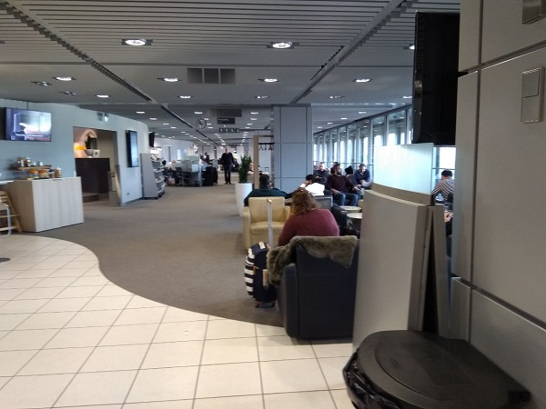 Dusseldorf Lufthansa Business Class Lounge 2