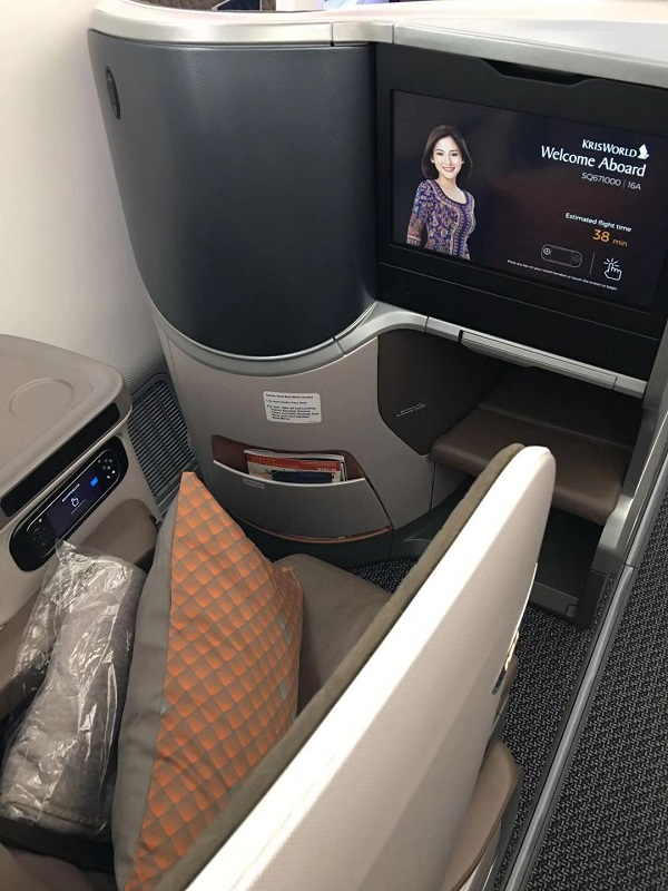Singapore Airlines Business Class Boeing 787 Nagoya to Singapore Seat 8