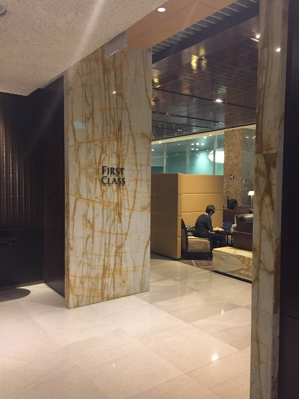 Singapore Airlines First Class Lounge Changi 1.jpg