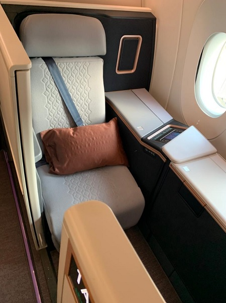 Malaysia Airlines Airbus A350 Business Suite First Class KL London 2.jpg