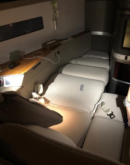 Cathay Pacific First Class Hong Kong to Vancounver Seat 1A Flat Bed Boeing 777.jpg