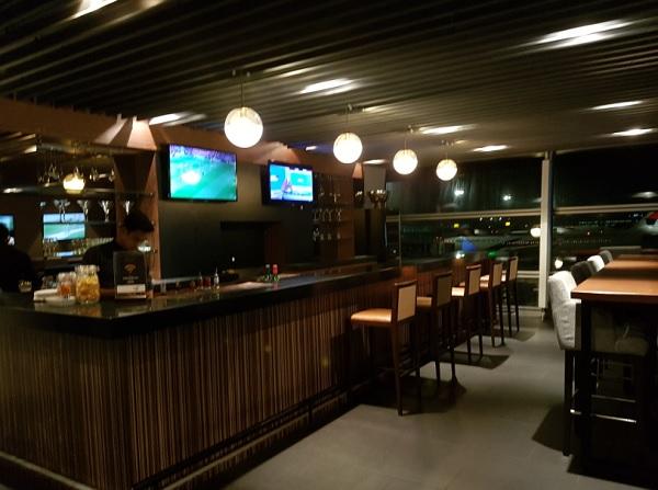 Malasia Airlines Business Class Golden Lounge KLIA Bar