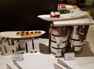 Malasia Airlines Business Class Golden Lounge KLIA Food 6