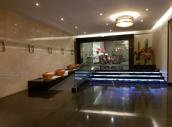 Malaysia Airlines First Class Lounge KLIA 1.jpg