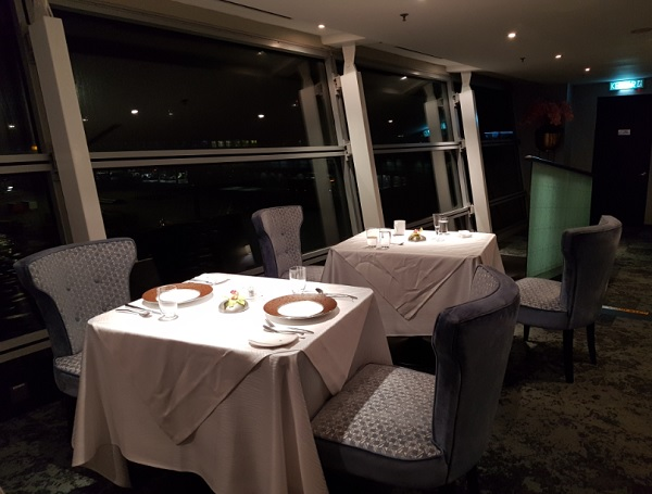 Malaysia Airlines First Class Lounge KLIA 3.jpg