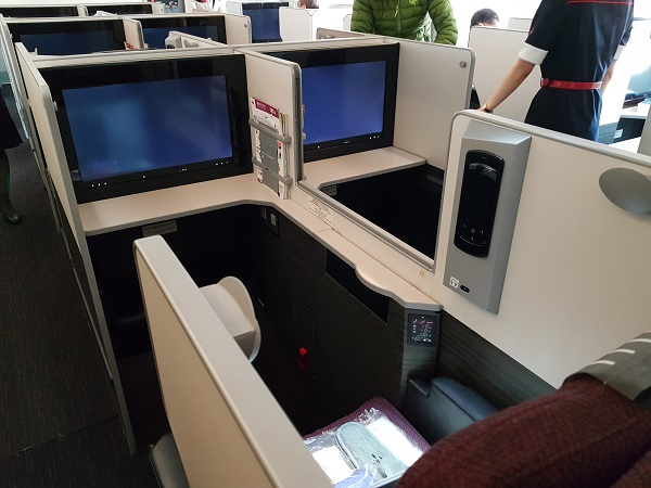 Japan Airlines Sky Suite Business Class Centre Row 3