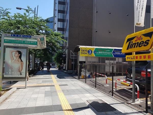Narita Airport Keisei Bus Stop No 3 Tokyo.jpg