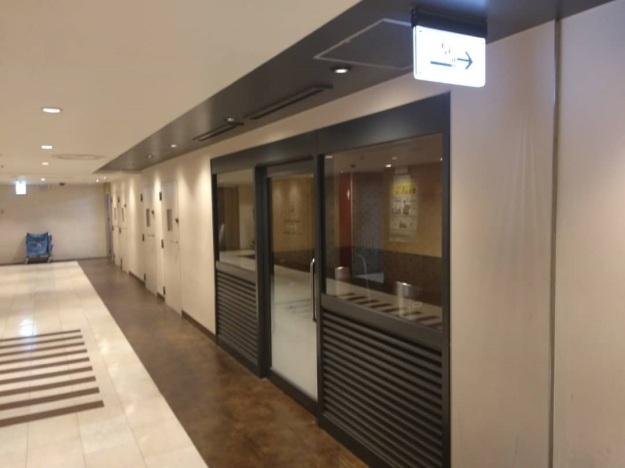 Tokyo statiom level 2 floor smoking room 2.jpg