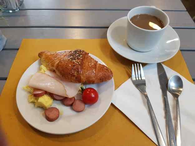Florence Dome Hotel Breakfast Free.jpg