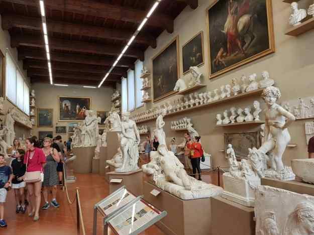 Galleria Dell' Accademia 19th Century Hall 2.jpg