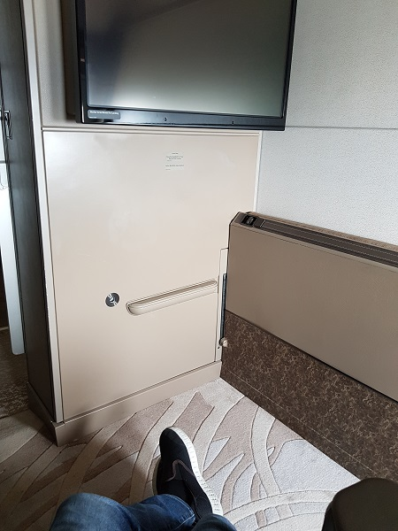 Singapore Airlines Airbus A380 Suite Class London to Singapore Review 9