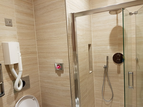 Singapore Airlines Suite First Class Lounge Heathrow Airport Shower Room