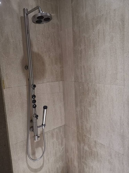 Emirates Business Class Lounge KLIA Shower.jpg