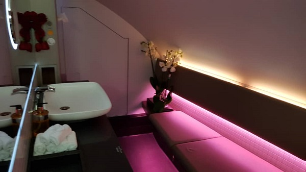 Qatar Airways First Class Airbus A380 Doha to Paris 6.jpg