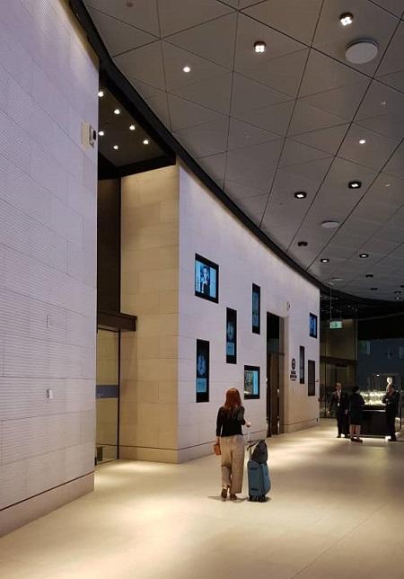 Qatar First Class Lounge Doha 3.jpg