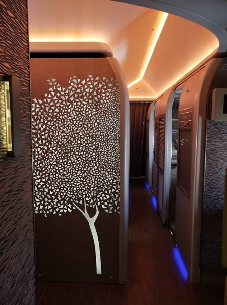 Emirate NEW First Class Boeing 777 1.jpg