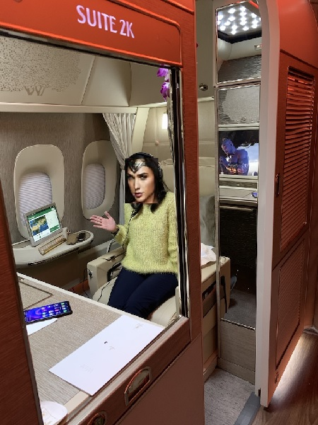 Emirates NEW First Class Boeing 777 Suite 10.jpg