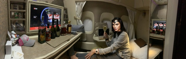 Emirates NEW First Class Boeing 777 Suite 2.jpg